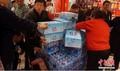 4月11日兰州自来水苯严重超标 市民抢空超市矿泉水