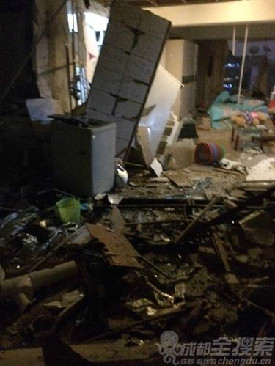 成都一公寓电热水器爆炸 3人受伤(图)