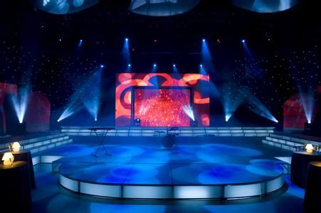 舞台灯光效果和舞台布景设计