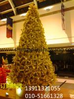 金色大型圣诞树