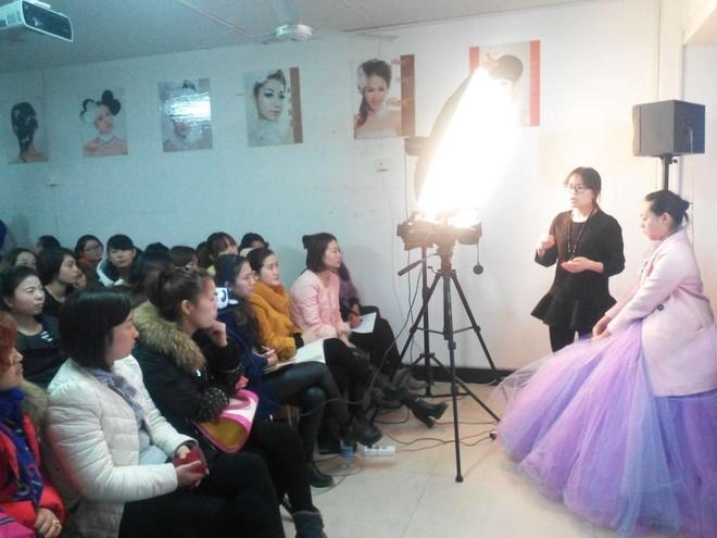 3月2号到3月4号时尚魅影化妆大课进行中  有名师专家授课