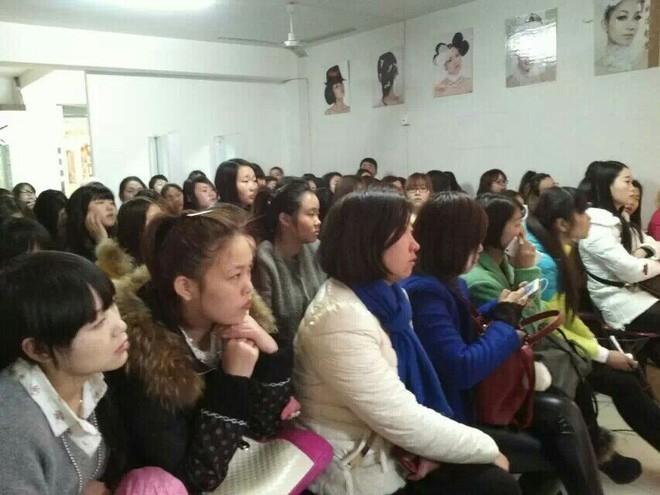 洛阳时尚魅影化妆学校多位名师教授教课