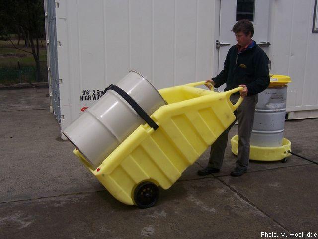 防漏油桶搬运车-长沙湘安环保科技有限公司