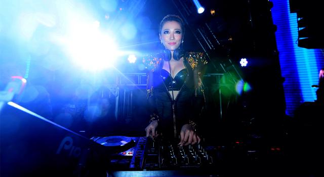 音迷城热舞派对 美女dj