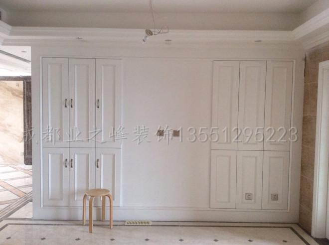 成都业之峰装饰仁和春天在施工地卧室定制衣柜实景图